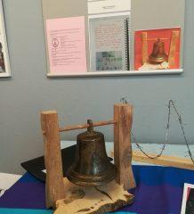 Die Friedensglocke mahnt zur Dankbarkeit. Foto: Bildungswerk Rosenheim