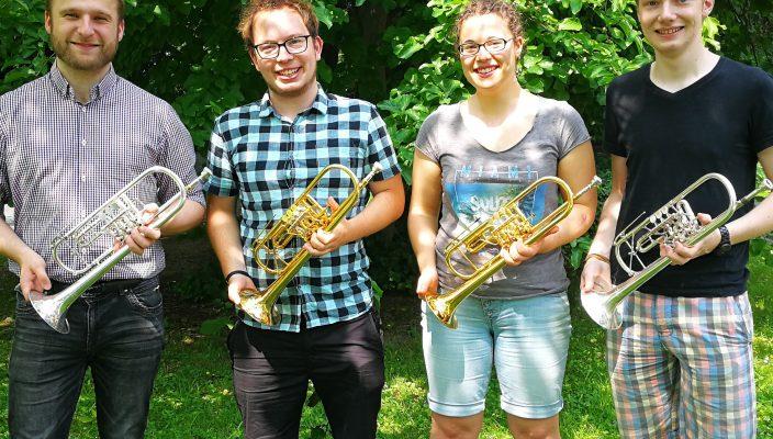 Nachwuchstrompeter zeigen ihr Können.