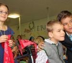 """Ein großer Augenblick für sie: Im September nahm in Oberaudorf eine einzigartige Inklusionsschule den Betrieb auf. Der Schule und der Förderstätte der Wendelstein-Werkstätten in Raubling ist die Weihnachtsaktion der OVB-Heimatzeitungen gewidmet. Das Motto diesmal: """"Menschen mit Behinderung mitten unter uns"""". Foto: Gruber"""