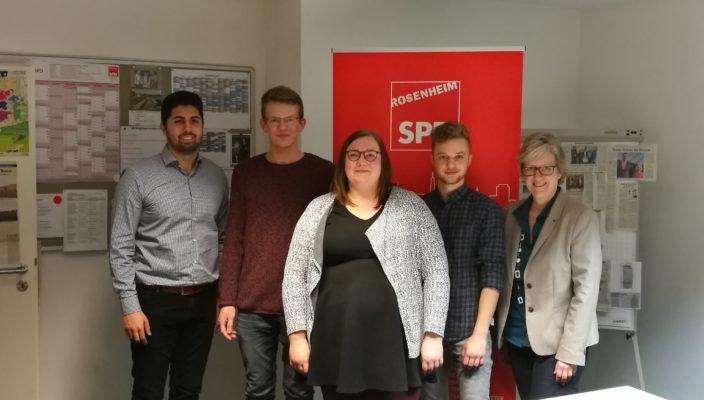 Gemeinsam im Einsatz für die SPD, von links: Juso-Stadtrat Abuzar Erdogan, Christian Lehmann, Kati Koper, Vinzenz Holzbauer, Vorsitzende SPD Rosenheim Stadt Elisabeth Jordan.