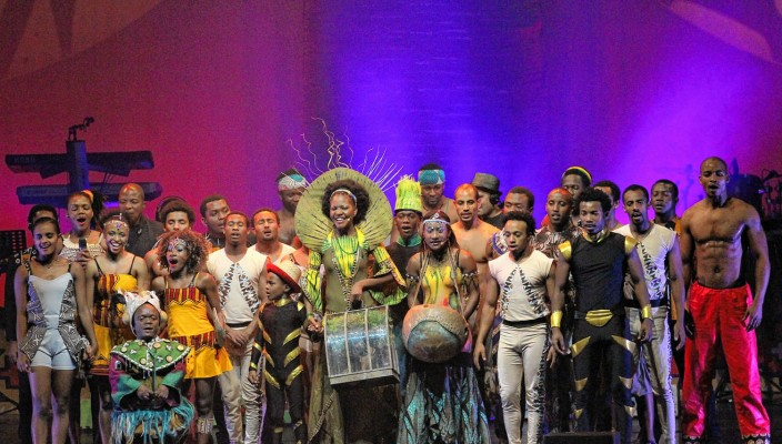 Mother Africa feierte im Frühjahr 2013 Premiere und nun startet der zweite Teil der erfolgreichen UMLINGO-Tournee. Erst gastiert die trubulente Show für einige Wochen am berühmten Broadway in New York und zwei Tage später, am Freitag, 27. Dezember, kommt sie nach Rosenheim ins KU'KO.