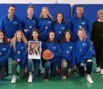 Die Mannschaft mit der Schulleiterin Sigrid Rechenauer und den Schulmannschaftsbetreuern Oskar Schneider und Alexander Horner.