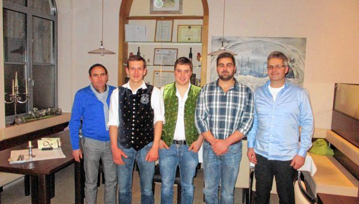 Von links: Isidor Machl (Betriebsleiter AVG-Wasserburg), Franz Seidinger, Grasser Tobias, Sebastian Röder und Pankraz Kain (Werkstattmeister Nutzfahrzeuge).