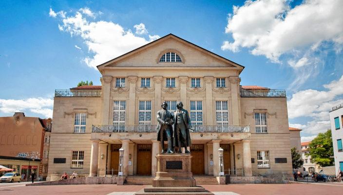 Das Goethe-Schiller-Denkmal in Weimar.