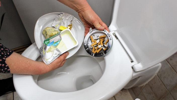 Essensreste, Zigarettenkippen, Hygieneartikel und vieles mehr sind tabu für die Toilette.