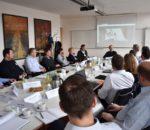 Die Teilnehmer tauschten sich über die innovative Technik aus.