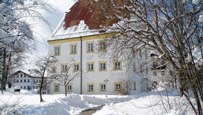 Das Schechener Rathaus als Wintertraum. Foto: Ellermeyer
