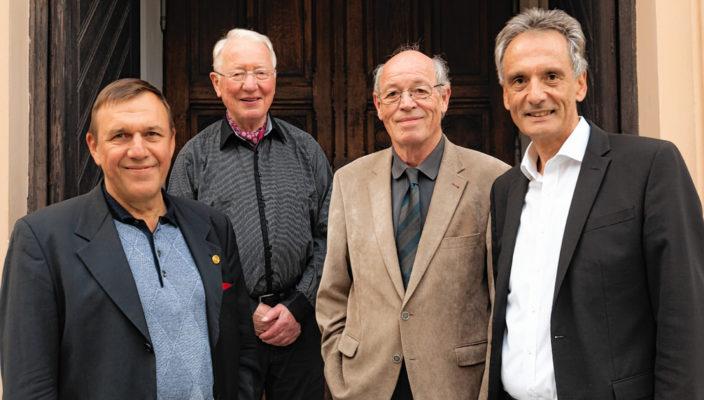 Beschwingte Klänge zum Advent vom Prisma Jazz Trio mit Pfarrer Andreas M. Zach, rechts im Bild.