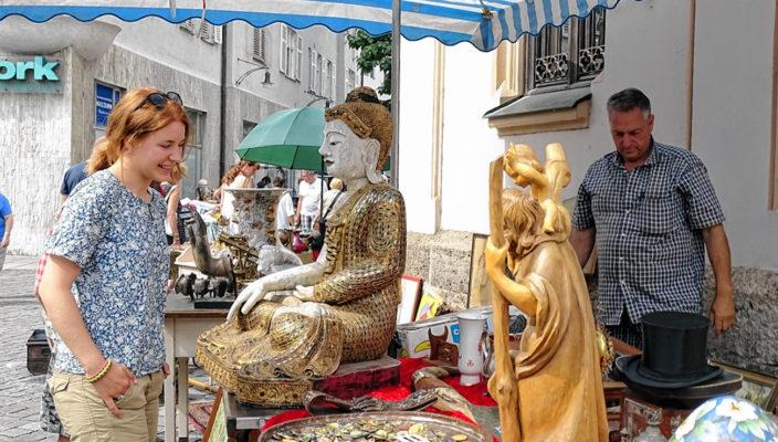 Der Antik- und Trödelmarkt ist eine feste Größe im Rosenheimer Veranstaltungkalender. Foto: Siegfried Rieder