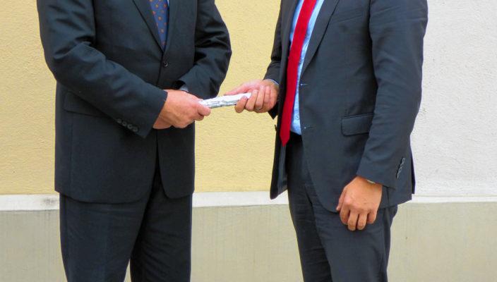 Jacob Grau (links) geht in Ruhestand, Michael Vontra folgt auf seine Stelle.