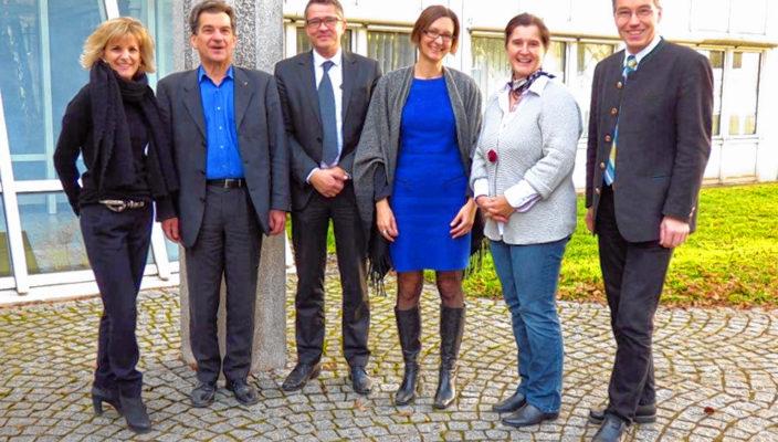 Von links: MdB Daniela Ludwig, MdB Klaus Barthel, GO Michael Vontra, Leiterin der Rosenheimer Arbeitsagentur Dr. Nicole Cujai, MdEP Maria Noichl, MdL Otto Lederer.