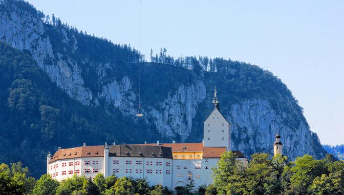 Verschiedene Wetterstimmungen bieten einen unterschiedlichen Blickwinkel auf das Schloss Hohenaschau. Fotos: H.Reiter