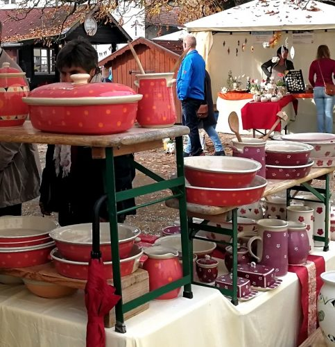 Keramikkunst im Klosterhof in Au.