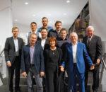 Die Jubilare mit Geschäftsleiter Herbert Zängerl, links und Geschäftsführer Richard Meisinger, Zweiter von rechts. Foto: re