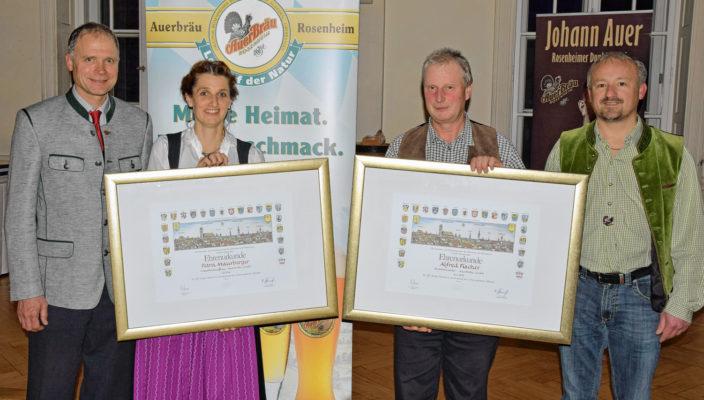 Von links: Auerbräu-Geschäftsführer Thomas Frank mit Petra Maurberger, Alfred Fischer und Zweitem Betriebsratsvorsitzenden Anton Mayer. Foto: re