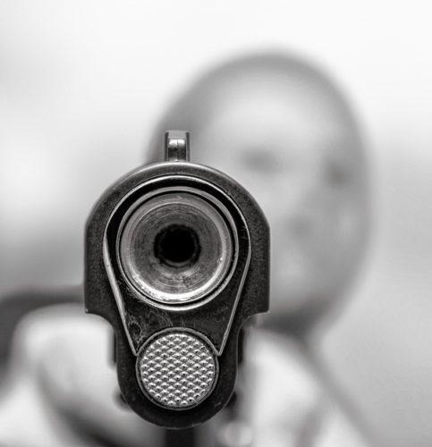 Auch der Schuss aus einer Gaspistole aus nächster Nähe kann lebensgefährlich sein. Foto: istock