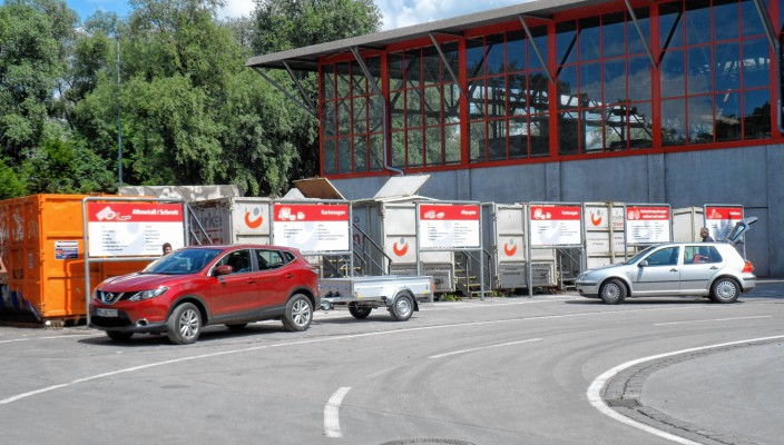 m Wertstoffhof in der Kastenau werden Abfälle aller Art angeliefert. Fotos: Finsterwalder
