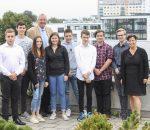 Geschäftsführer Dr. Götz Brühl und die Ausbildungsbeauftragte Ines Ullmann (rechts) begrüßten die neuen Auszubildenden der Stadtwerke.