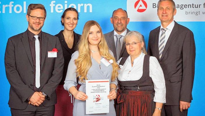 Große Freude über die hervorragende Leistung, von links: Peter Michel, Valerie Holsboer, Barbara Drexl, Detlef Scheele, Cornelia Reich und Raimund Becker.