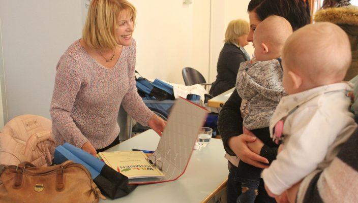 Information und Erfahrungsaustausch für frischgebackene Eltern gibt es beim Babybegrüßungsfest. Foto: re