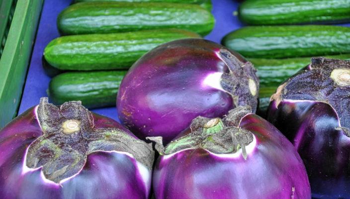 Frisches Gemüse der Saison, ganz wie in Italien. Und das sind noch lange nicht alle mediterranen Spezialitäten auf dem Bad Aiblinger Wochenmarkt.