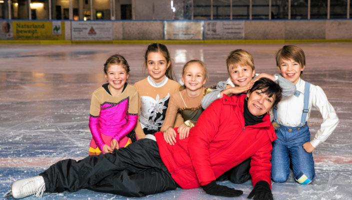 Der ERC Bad Aibling e.V. zeigt bei seiner Vorführung: Eiskunstlauf macht Spaß!