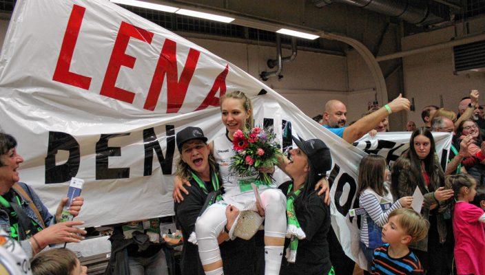 Lena Bradaric wurde nach ihrem ersten Heimspiel nach einem halben Jahr Verletzungspause in Bad Aibling gefeiert. Foto: Goike