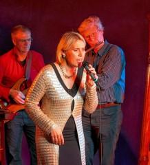 Die Zuhörer dürfen sich auf gefühlvolle Balladen und groovigen Sound freuen.