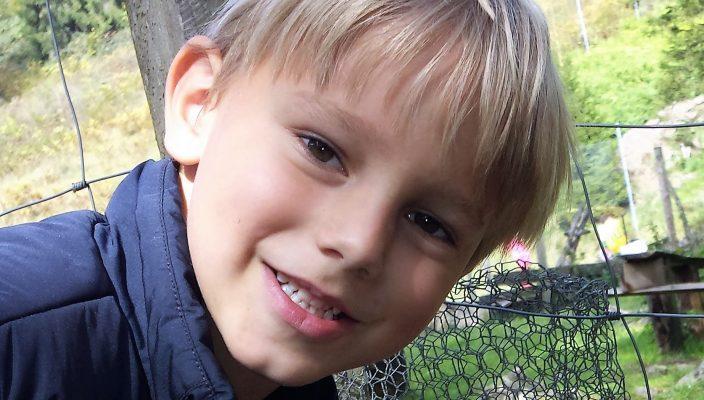 Benedikt ist ein lebensfroher Junge. Mit einer Stammzellenspende kann er wieder gesund werden.