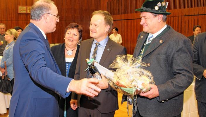 Viele Gratulanten wünschten dem Landrat persönlich alles Gute zum Geburtstag. Foto: re
