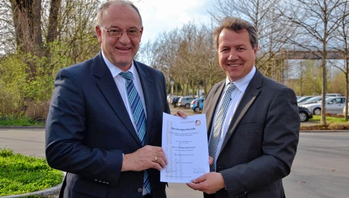 Der Rosenheimer Landrat Wolfgang Berthaler (links) und der CSU-Landtagsabgeordnete und Vorsitzende des Kuratoriums der Hochschule Rosenheim, Klaus Stöttner.