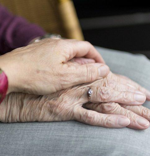 An den Leistungen für die Pflegebedürftigen ändert sich nichts. Foto: re
