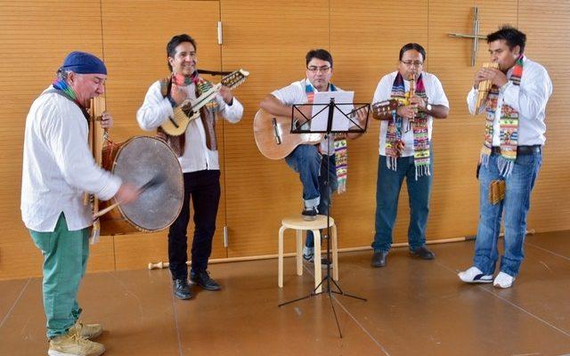 Musikalische Begleitung der bolivianischen Künstler.