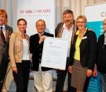 City-Manager Günter Boncelet (Dritter von links) umrahmt von Vorstandsmitgliedern des AKCS und Vertretern der CIMA.
