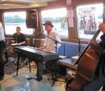 Fetzige Musik an Bord der MS Edeltraud!