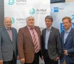 Im Gespräch über das große Bauprojekt (von links): Prof. Walter Mayr (Vizepräsident EuRegio Inntal), Gerhard Wieland (IHK-Referent für Schienenverkehr), Andreas Bensegger (Vorsitzender IHK-Regionalausschuss) und Wolfgang Janhsen (Leiter IHK-Geschäftsstelle).