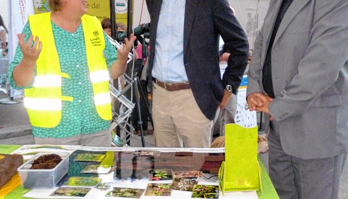 Marktplatz Umweltbildung Oberbayern beim Streetlife Festival in München im September 2016: Ursula Fees im Gespräch mit Dr. Christian Barth, Leiter des STMUV und Dr. Christoph Goppel, Referatsleiter Umweltbildung.