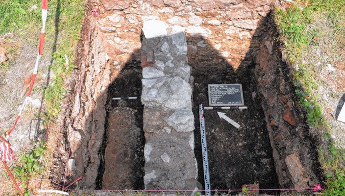 An drei Stellen wurden Ausgrabungen durchgeführt.