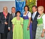 Die Rosenheimer Oberbürgermeisterin Gabriele Bauer (links), der CSU-Kreisvorsitzende Klaus Stöttner (Zweiter von rechts) und Bezirksvorsitzende Ilse Aigner (Dritte von rechts) würdigten die Arbeit von Josef Neiderhell, Eleonore Dambach und Annemarie Biechl (von links). Foto: Röber