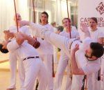 Koordination, Balance, Kraft und Beweglichkeit durch Capoeira.