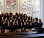 """Der """"Chor an der Erlöserkirche Rosenheim"""" unter der Leitung von Dekanatskantor Johannes Eppelein ist am 2. Juni zu Gast in Bad Endorf."""