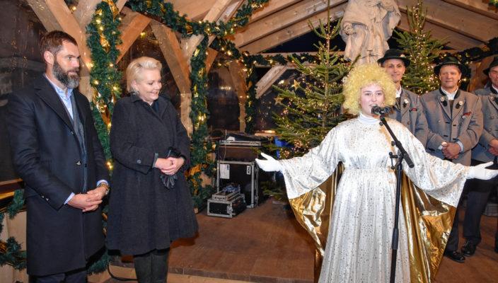 Der Rosenheimer Weihnachtsengel eröffnete den Christkindlmarkt.