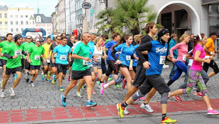 Beim Rosenheimer Citylauf werden auch in diesem Jahr ambitionierte Sportler an den Start gehen. Aber auch Hobbyläufer kommen bei dieser familiären Veranstaltung auf ihre Kosten. Foto: Goike