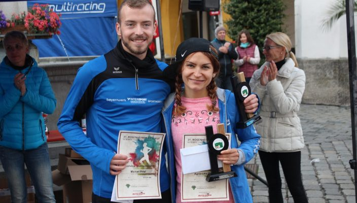 Citylauf-Siegerin Agnieszka Glomb und Sieger Michael Pritzl vom PTSV Rosenheim. Foto: Albert Goike
