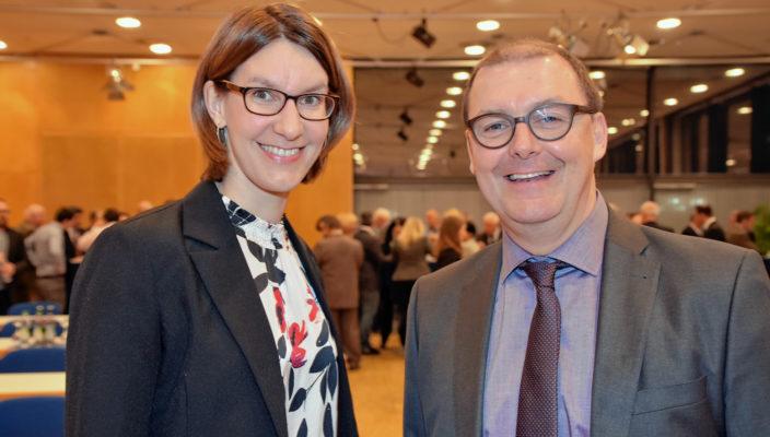 Geschäftsführerin Sabrina Obermoser und Erster Vorstand Paul Adlmaier sehen positiv in die Zukunft des Rosenheimer Citymanagements. Foto: Schlecker