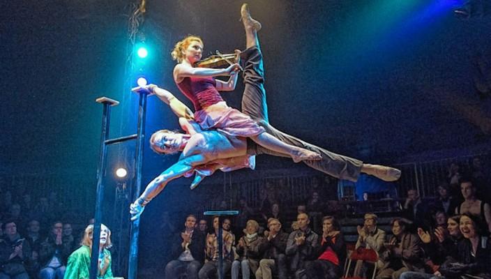 Atemberaubende Artistik im Circus Crocofant.