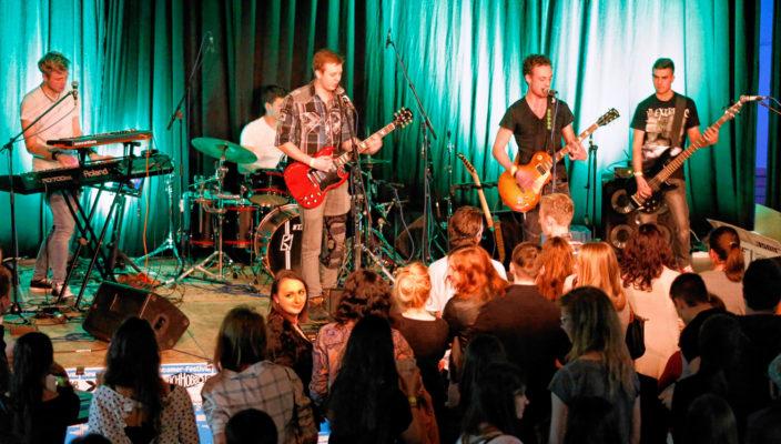 """Auftritt auf der großen Bühne – Das Deichhobbe-Festival macht es möglich. Unser Foto zeigt die Band """"Maybe"""" bei ihrem Auftritt im vergangenen Jahr. Foto: re"""