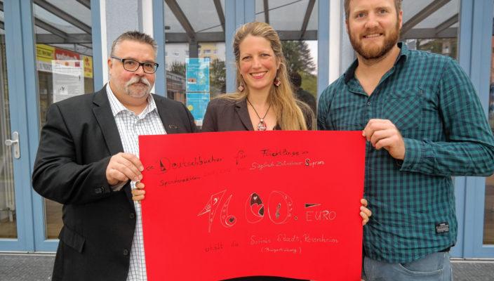 Spendenübergabe, von links: André Golob, Sieglinde Zehetbauer und Christian Hlatky.