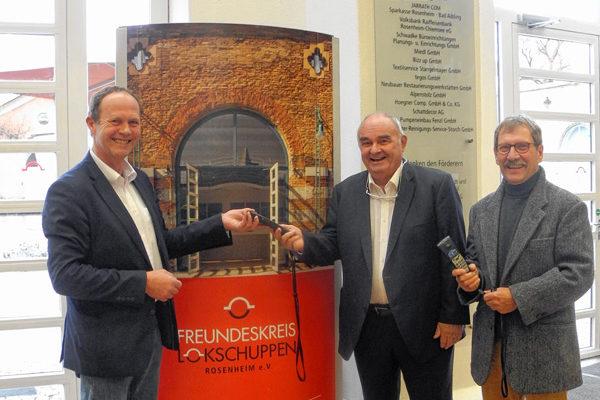 Der Leiter des Ausstellungszentrums Dr. Peter Miesbeck, Verleger Alfons Döser und der Vorsitzende des Freundeskreises Lokschuppen Heinz-Werner Bleyl (von links).