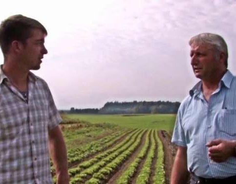 Die Momentaufnahme aus dem Trailer des Films zeigt Moderator Schorsch Planthaler (rechts) mit Michael Steinmaßl,